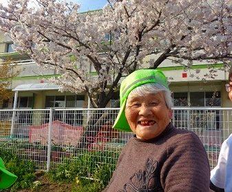 花見散歩…大東グループホーム
